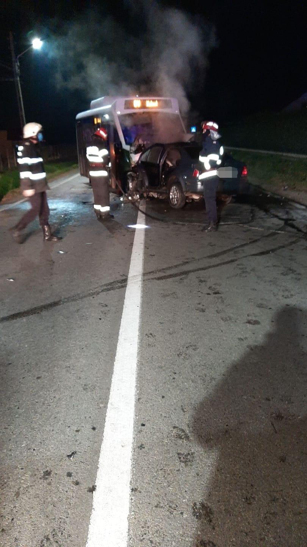 O coliziune între un autoturism și un autobuz a avut loc azi noapte în localitatea vâlceană Copăcelu