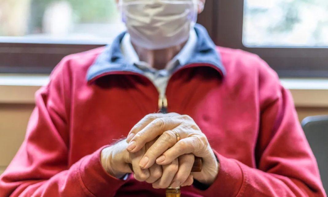 12.166 de persoane vârstnice și persoane fără adăpost din Dolj vor primi pe suport electronic bani pentru masa caldă