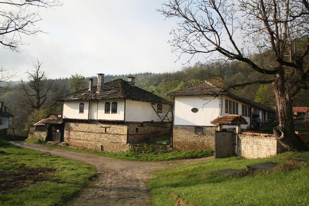 Mii de case la țară, oferite gratis în Bulgaria