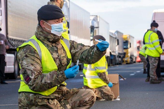 Mii de camioane au traversat Canalul Mânecii după intensificarea testării anti-coronavirus (Foto: Grant Shapps/TWITTER)