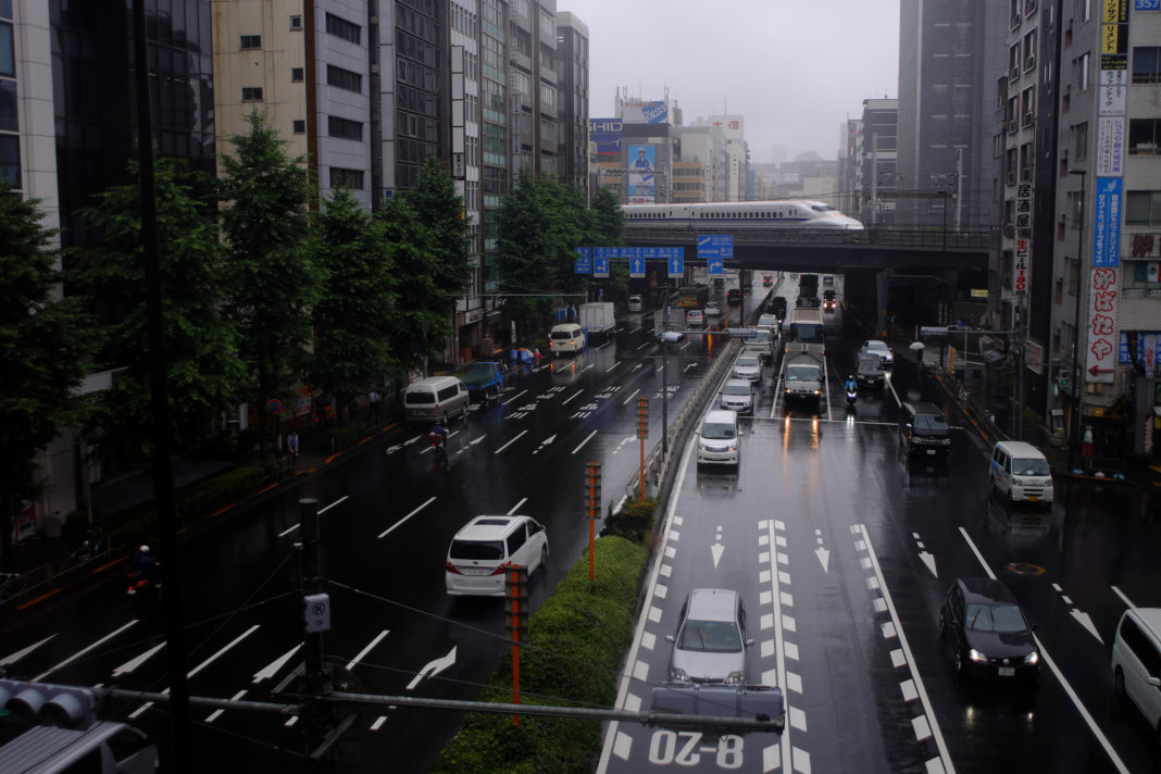 Japonia vrea să interzică vânzarea mașinilor noi pe benzină sau motorină peste 15 ani