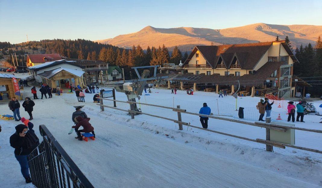 Gorj: Se schiază pe pârtia din centrul stațiunii Rânca