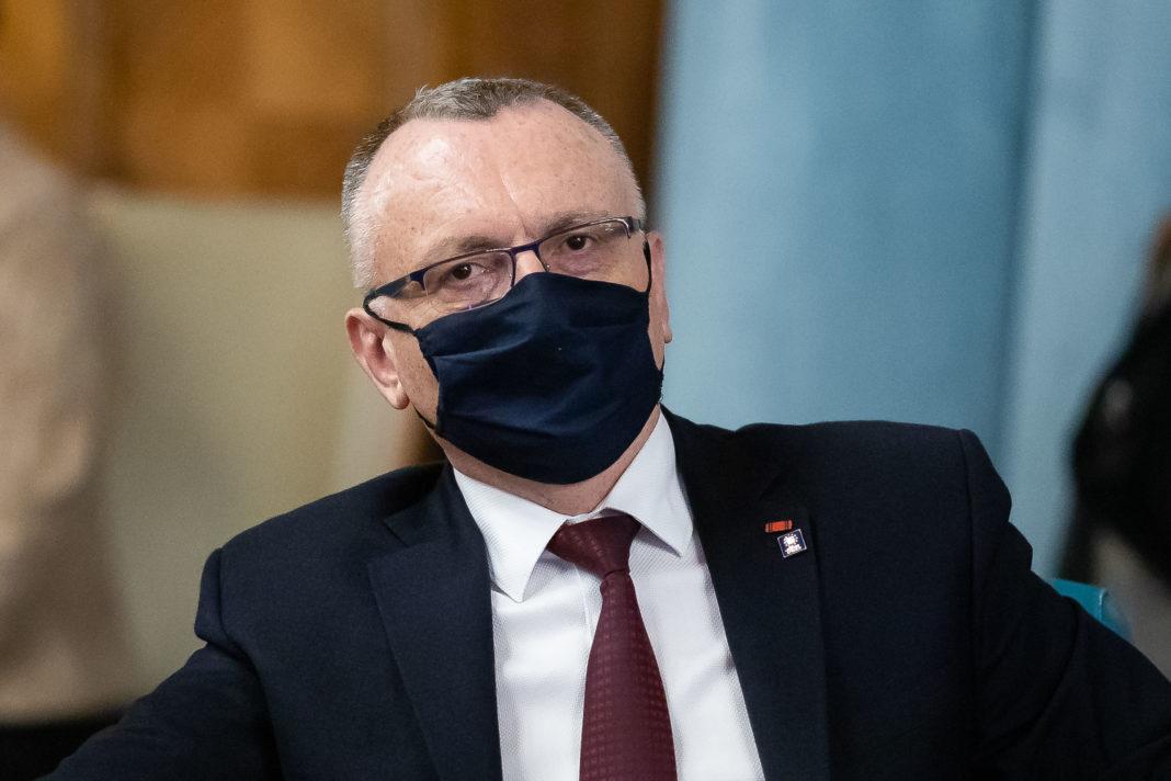 Ministrul Educaţiei, Sorin Cîmpeanu, a anunţat, vineri, că 112.685 de angajaţi din sistemul de învăţământ s-au programat pentru vaccinarea anti-COVID