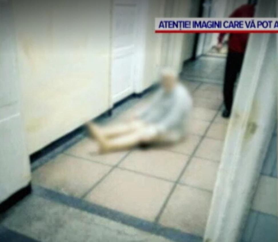 Procurorii din Reșița fac anchetă pentru abuz în serviciu la spitalul județean din localitate, după apariția imaginilor terifiante cu pacienți dezbrăcați lăsați să zacă pe jos.