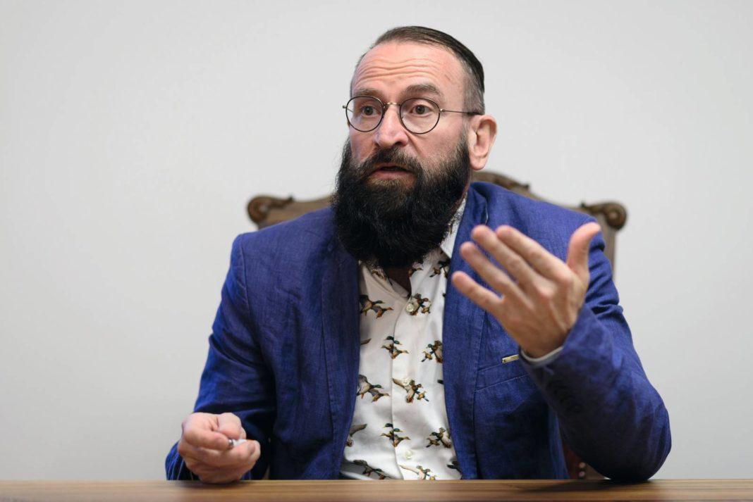 Europarlamntarul ungar care a fost găsit de poliție la o orgie la Bruxelles a demisionat