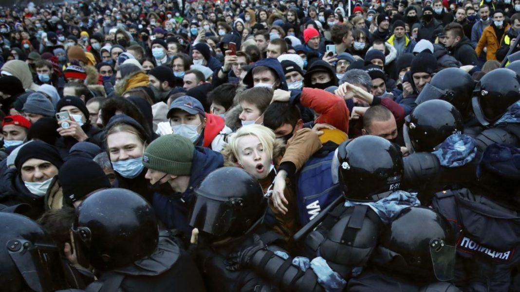 Peste 3.000 de persoane ar fi fost arestate în timpul manifestațiilor în favoarea eliberării opozantului rus Alexei Navalnîi
