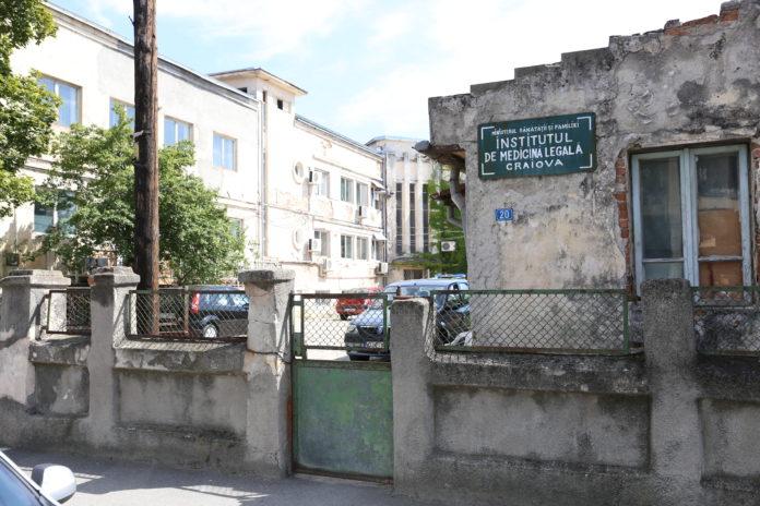 Clădirile în care funcționează Institutul de Medicină Legală Craiova sunt o ruină și așteaptă de zeci de ani să fie reabilitate