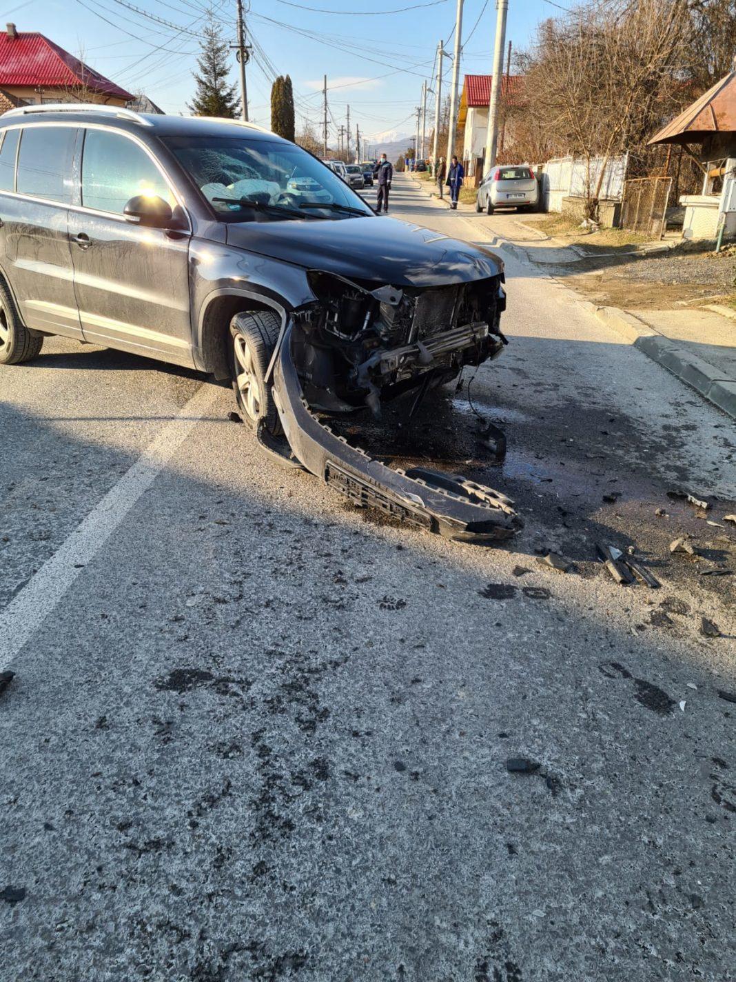n urma coliziunii dintre două autoturisme petrecut în localitatea vâlceană Vlădești a rezultat vătămarea corporală a două persoane.