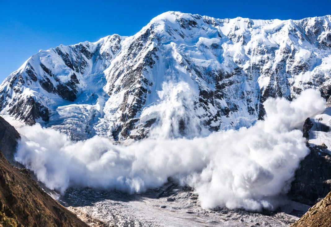 Risc mare de avalanşe în Munţii Făgăraş şi în Bucegi