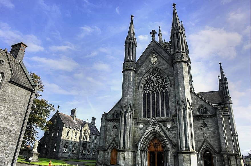 Mai multe biserici din Irlanda, jefuite de un român