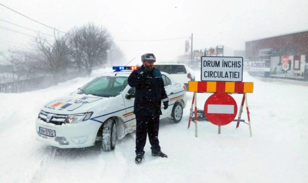 200 de mașini, blocate pe drumuri înzăpezite din judeţul Constanţa