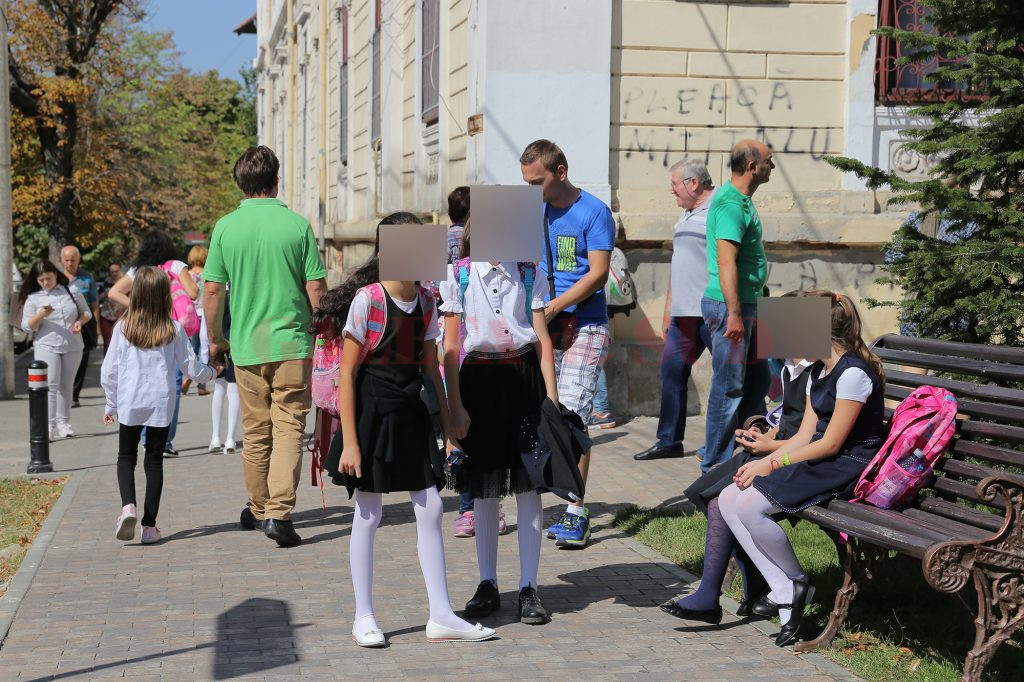 Elevii din Craiova nu vor primi bursele pentru perioada septembrie-decembrie