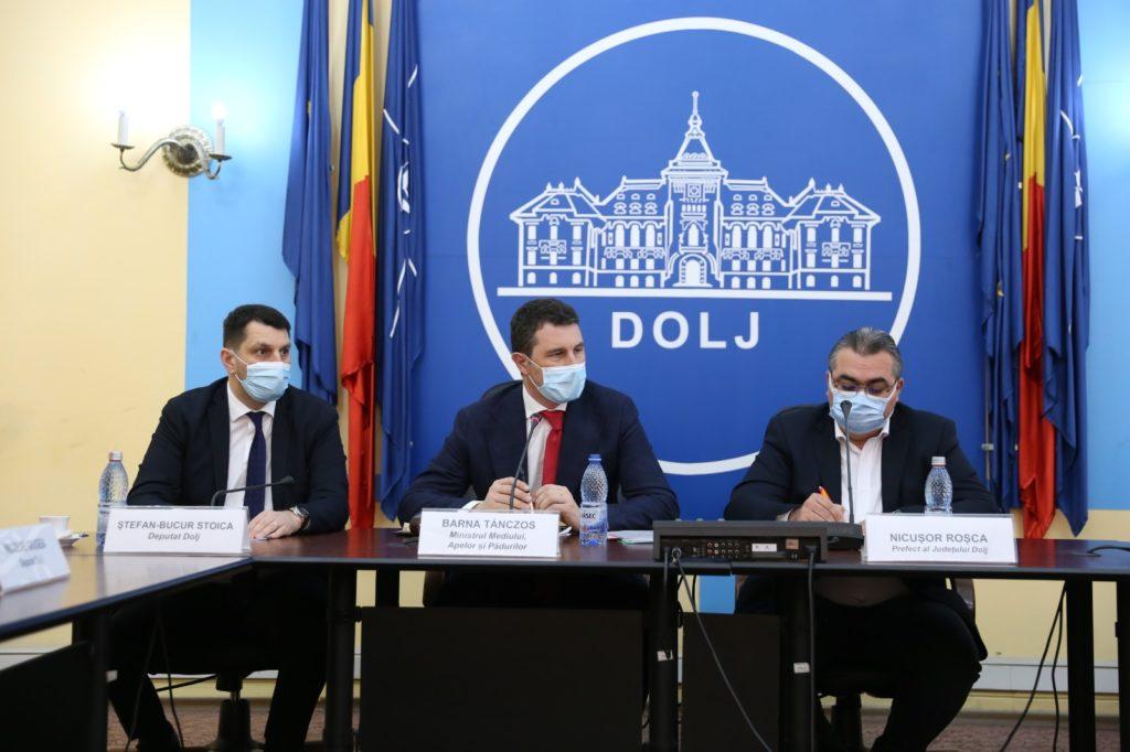 Ministrul Barna Tánczos, flancat de deputatul Ștefan Stoica - președintele PNL Dolj și prefectul de Dolj, Nicușor Roșca