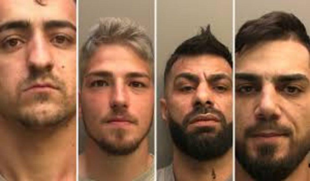 Patru români fac pușcărie în Anglia pentru că au furat tabla de pe zeci de biserici