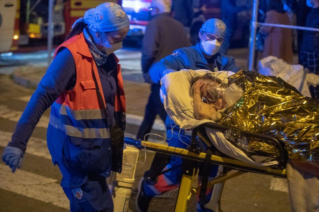 Un mort și 18 răniți în urma unui incendiu la un azil de bătrâni din Spania