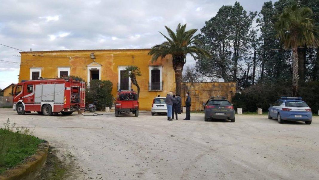 Un român din Italia a incendiat casa în care locuia cu familia, apoi s-a sinucis