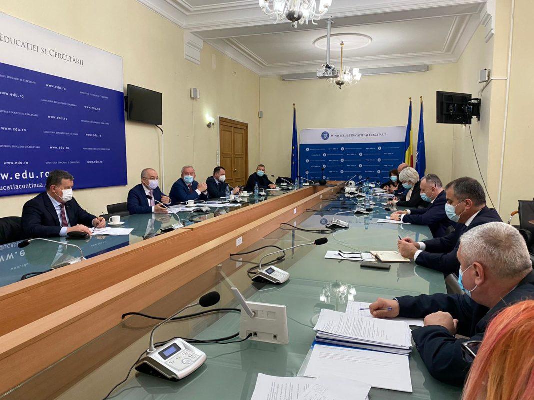 La sediul Ministerului Educaţiei şi Cercetării a avut loc o întâlnire între ministrul Sorin Cîmpeanu şi o delegaţie de şase primari reprezentând Asociaţia Municipiilor din România