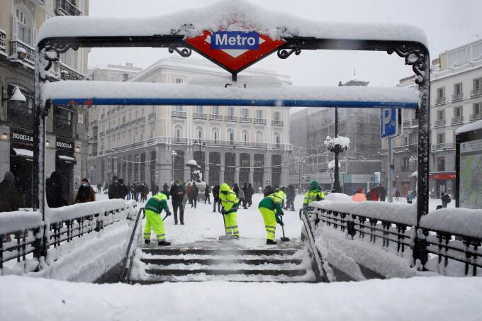 Pagube de 1,4 miliarde de euro după ninsorile istorice din Madrid