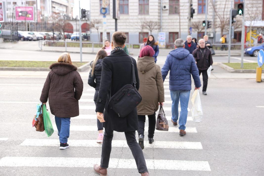 oameni pe strada GdS