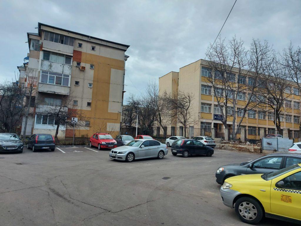 Parcarea de pe strada Henri Coandă nr. 52A amenajată în urmă cu zece ani pe care Primăria Craiova ar fi obligată acum să o cumpere