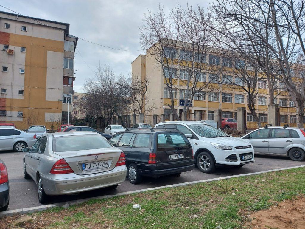 Primăria dă circa 100.000 de euro pe o parcare amenajată tot de ea. Parcarea de pe strada Henri Coandă nr. 52A amenajată în urmă cu zece ani pe care Primăria Craiova ar fi obligată acum să o cumpere