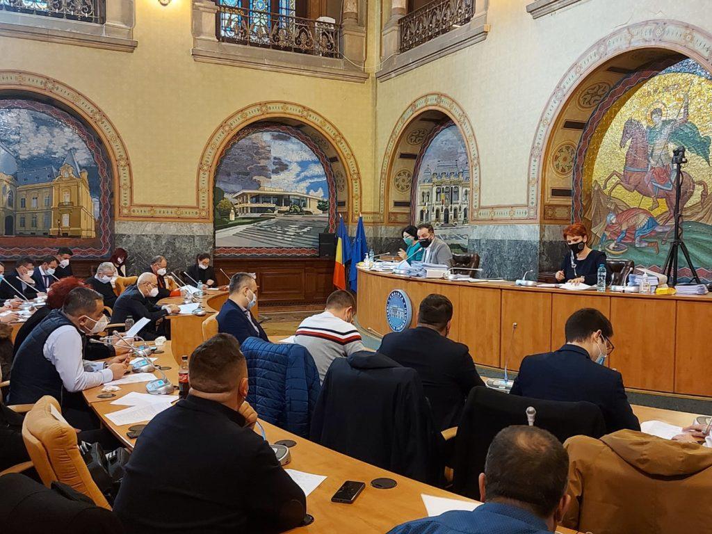 În ședința de joi a Consiliului Local Craiova s-a ridicat, printre altele, și problema angajaților de la Salubritate SRL, care și-ar putea pierde locul de muncă după venirea noului operator – firma Iridex