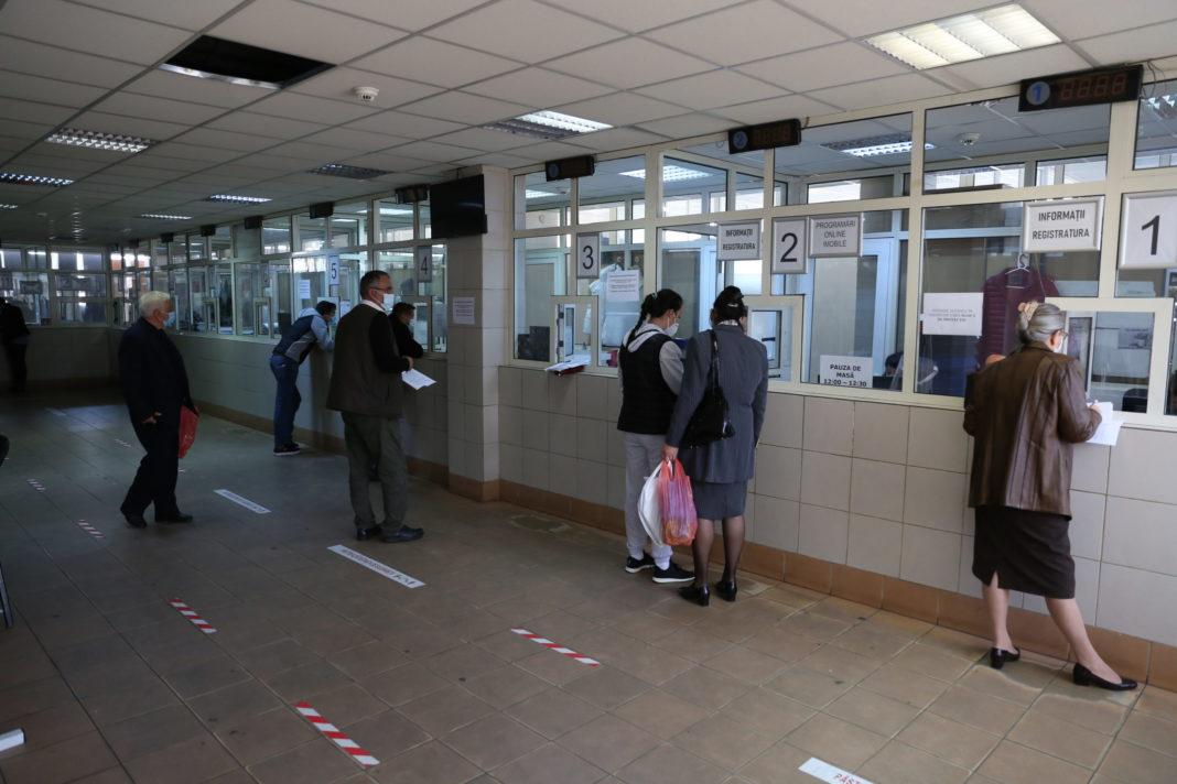 Direcţia Impozite şi Taxe Craiova a suplimentat numărul de casierii