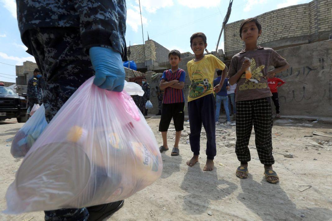 Oamenii, mai îngrijoraţi de prăpastia dintre bogaţi şi săraci în timpul pandemiei