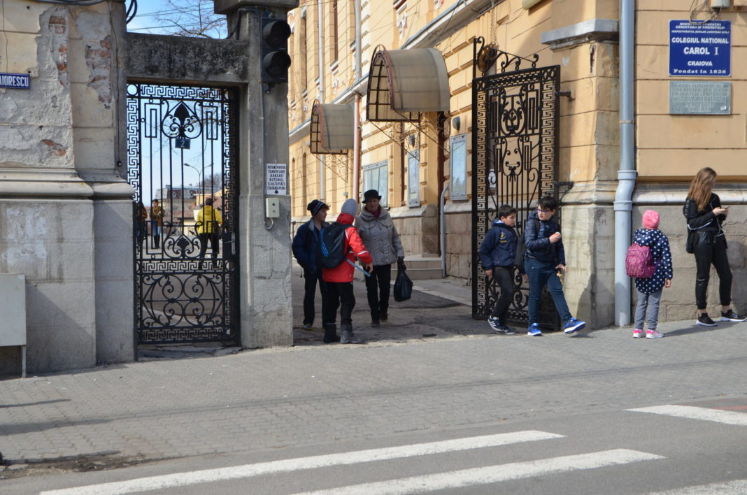 O învăţătoare din Craiova, depistată cu Covid 19 pe baza testării rapide la şcoală