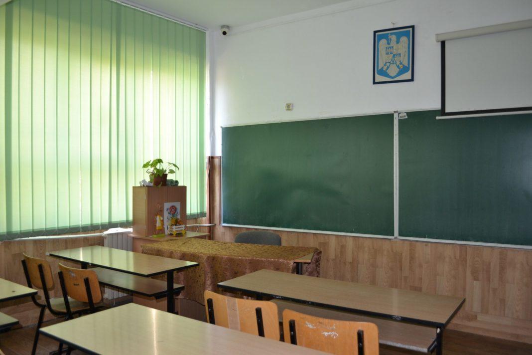 Ce școli din Dolj își trimit elevii acasă