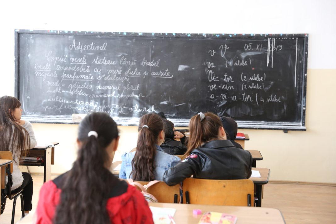 239 unități școlare din Vâlcea sunt în scenariul 1