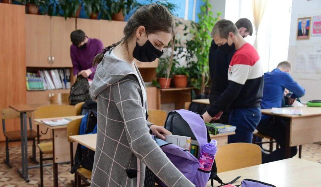 Patru cazuri noi de coronavirus în școlile din Gorj