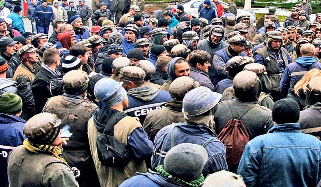 Minerii disponibilizați vor primi bani de la Guvern (sursa foto: libertatea.ro)