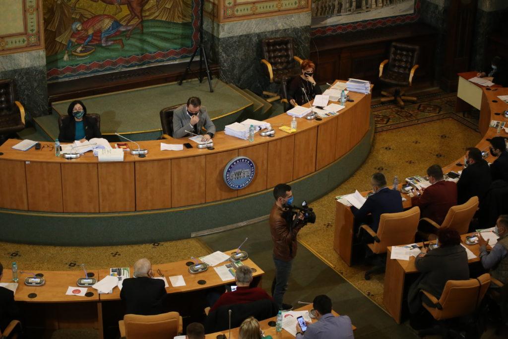 Consilierii locali din partea PNL şi USR-PLUS şi primarul Craiovei au dezbătut aprins subiectul privind situaţia de la Termo şi ce se va întâmpla din toamnă cu căldura craiovenilor