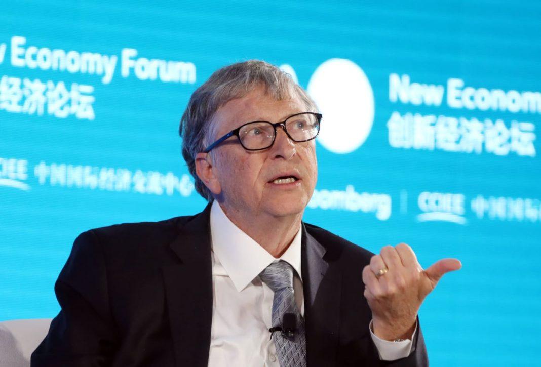 """Bill Gates despre purtatul măștilor: """"Spre vară ne putem aștepta la o schimbare semnificativă"""""""