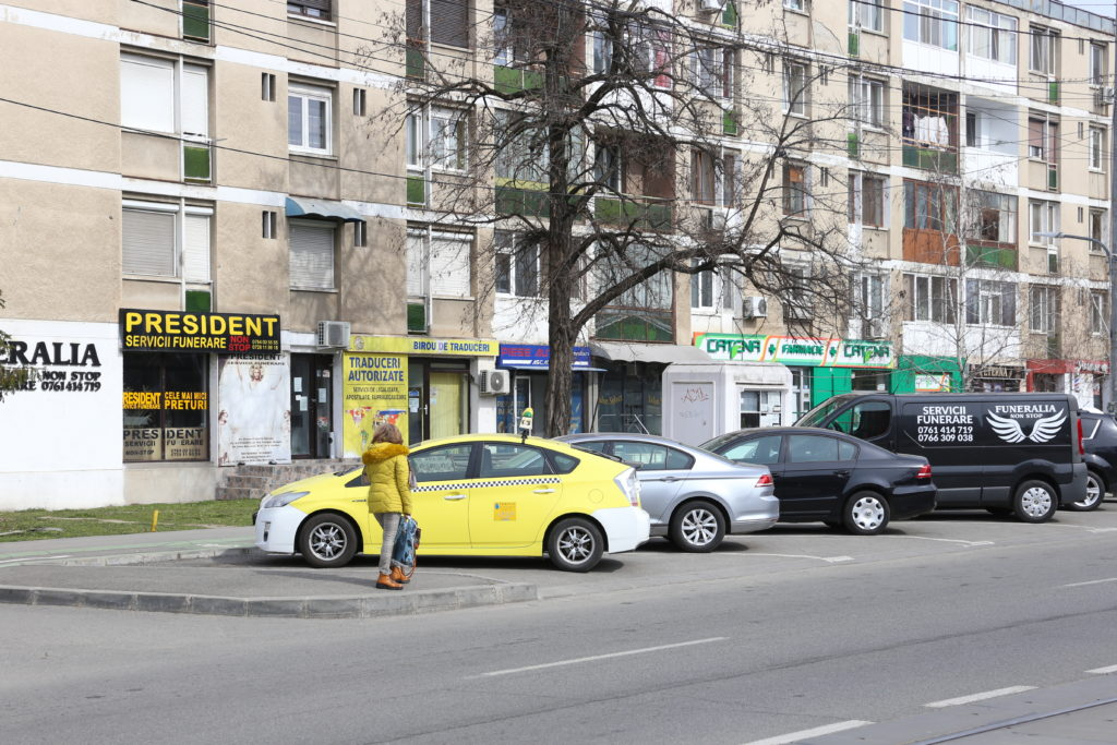 Pentru a mai putea funcţiona, firmele de pe Calea Bucureşti care oferă servicii funerare va trebui să respecte o serie de reguli