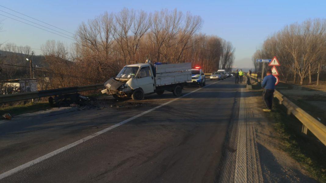 Accident frontal pe DN 64. Traficul este blocat