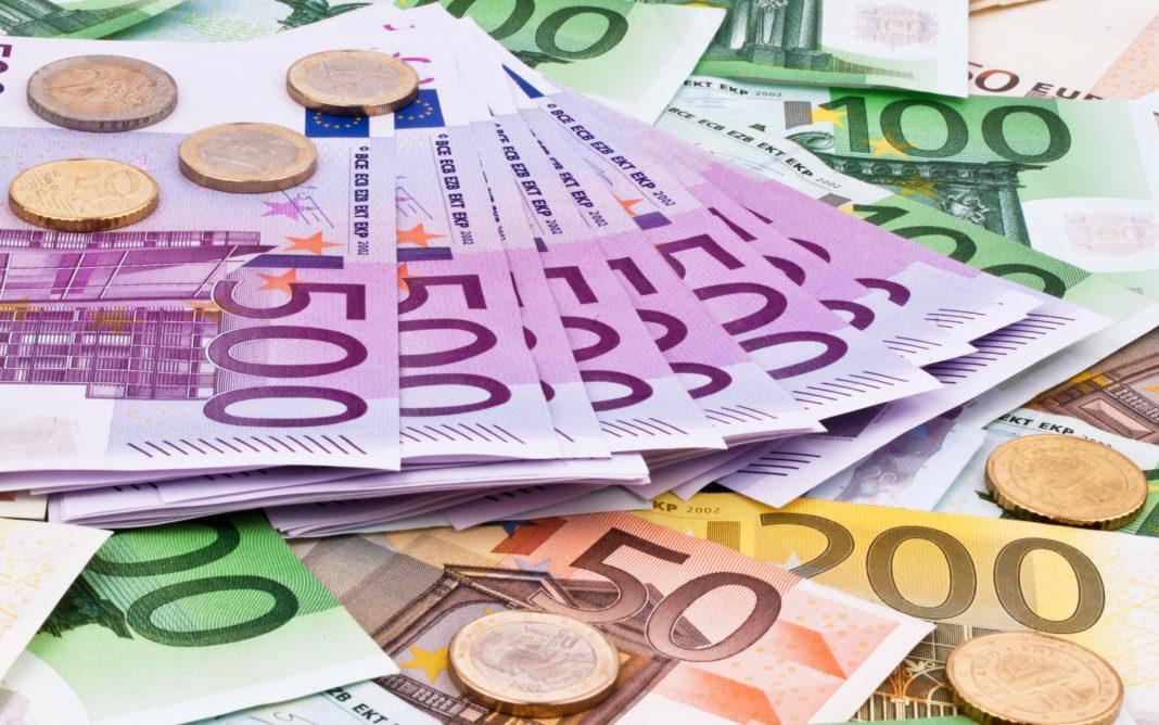 Euro înregistrează din nou un maxim istoric în raport cu leul