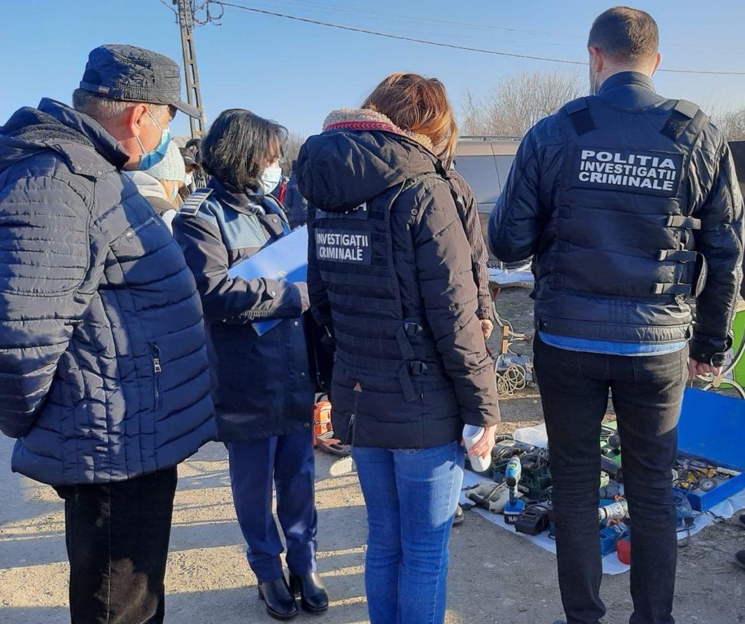 Polițiștii și jandarmii olteni au efectuat ieri o razie în piața agroalimentară din Osica de Sus. Au fost aplicate 6 amenzi