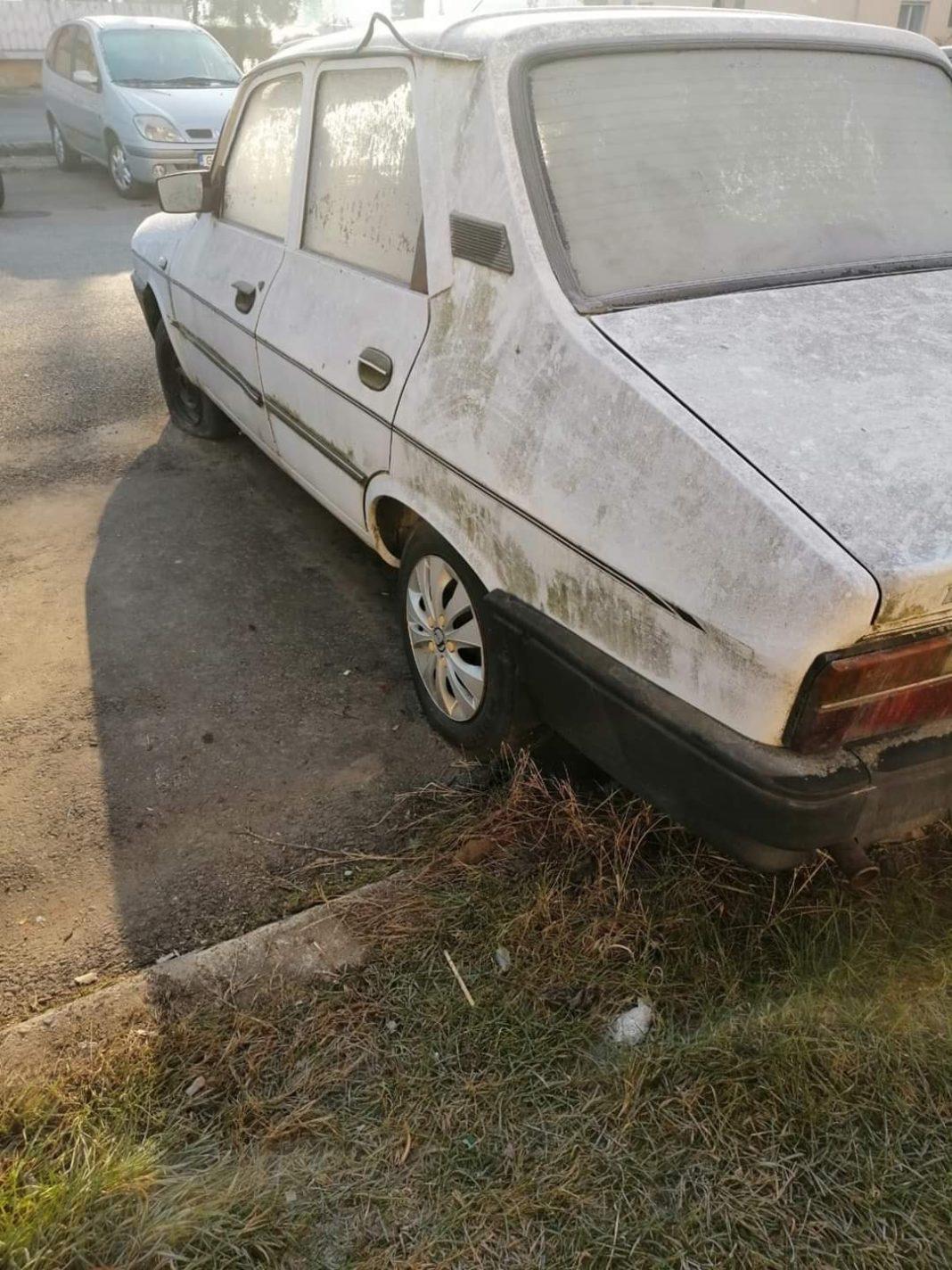 Primăria Craiova a anunţat că va continua ridicarea mașinilor de pe domeniul public