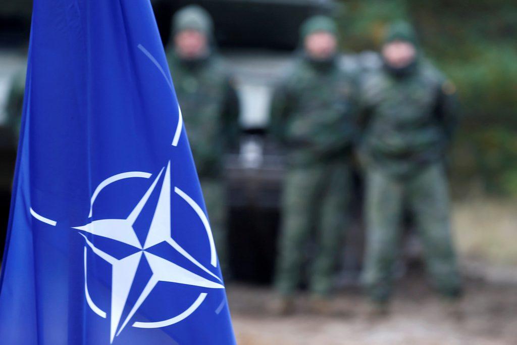 """NATO îşi exprimă """"sprijinul şi solidaritatea"""" faţă de decizia SUA de a sancţiona Rusia"""