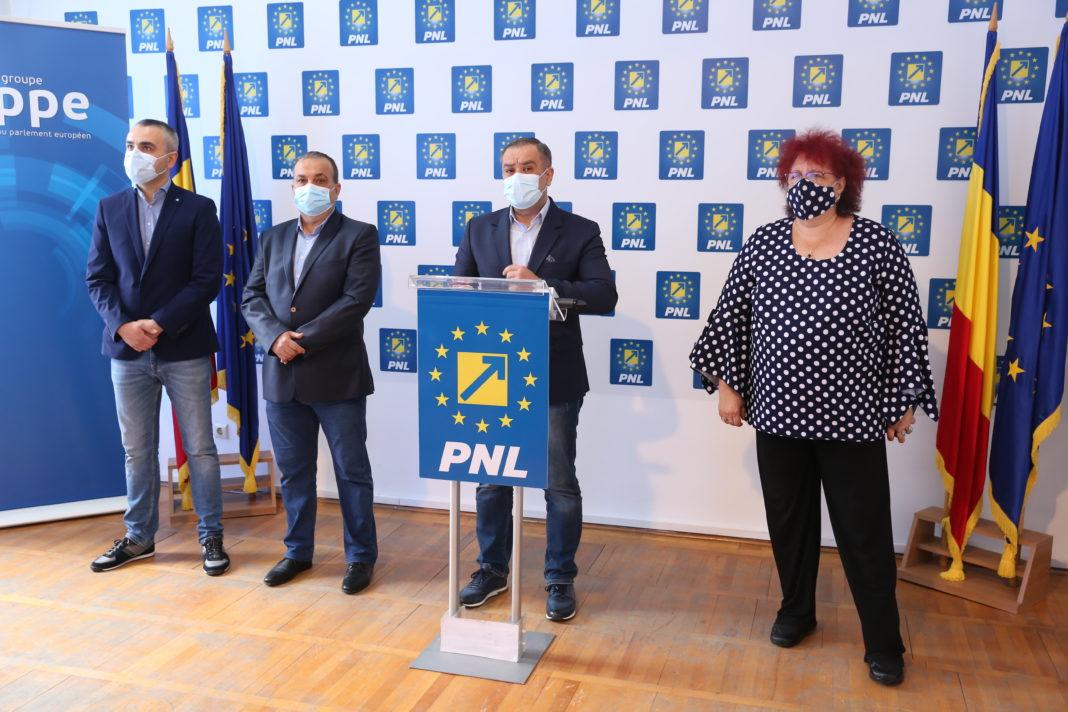 """Liberalii craioveni, în frunte cu preşedintele Marian Vasile, au criticat bugetul municipiului Craiova pe anul 2021, considerându-l unul al """"cârpelilor"""