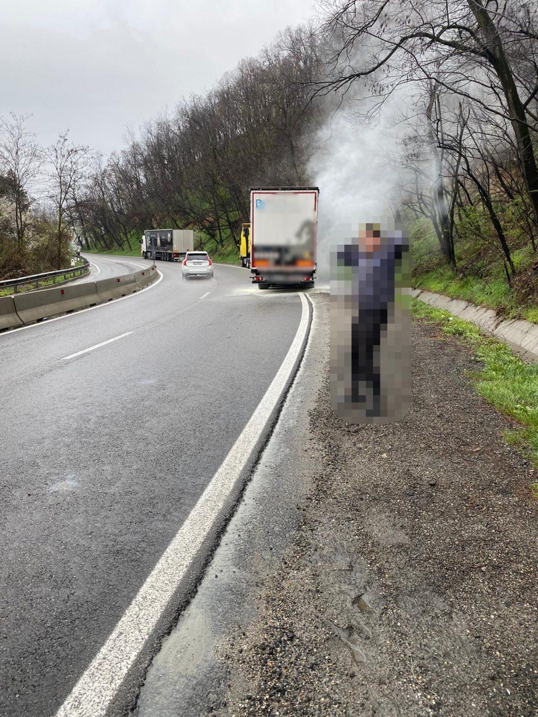 Autotren în flăcări, pe DN7