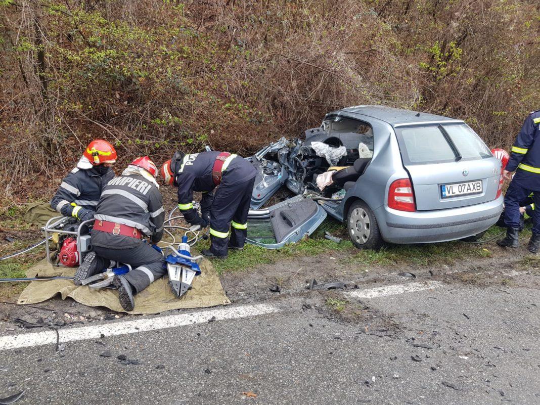 Accident grav la Pietrari. O femeie a rămas încarcerată