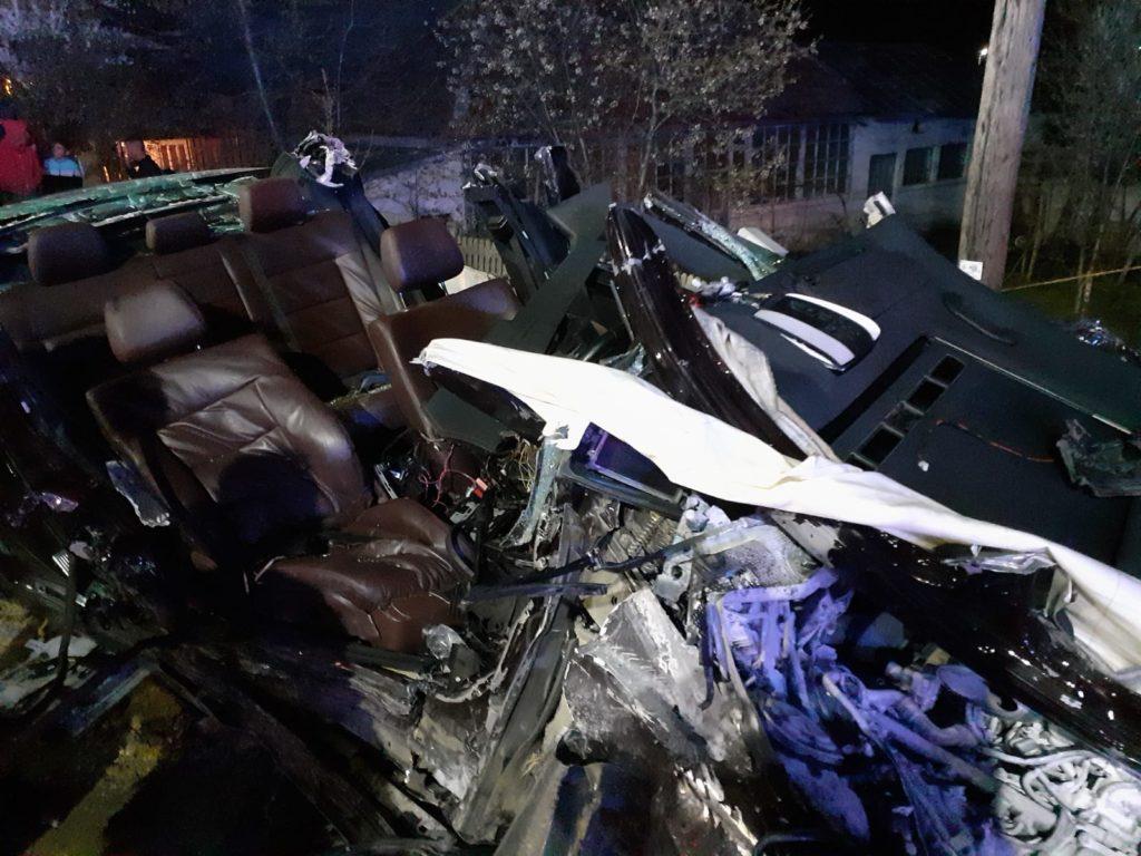 Accident cumplit în comuna Iancu Jianu, din județul Olt. Mașina în care se aflau doi tineri s-a făcut praf. Unul dintre ei a decedat pe loc.