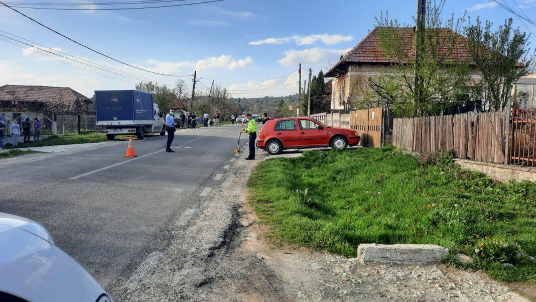Vâlcea: Copil de 4 ani, ucis de o mașină care a lovit-o și pe mama lui