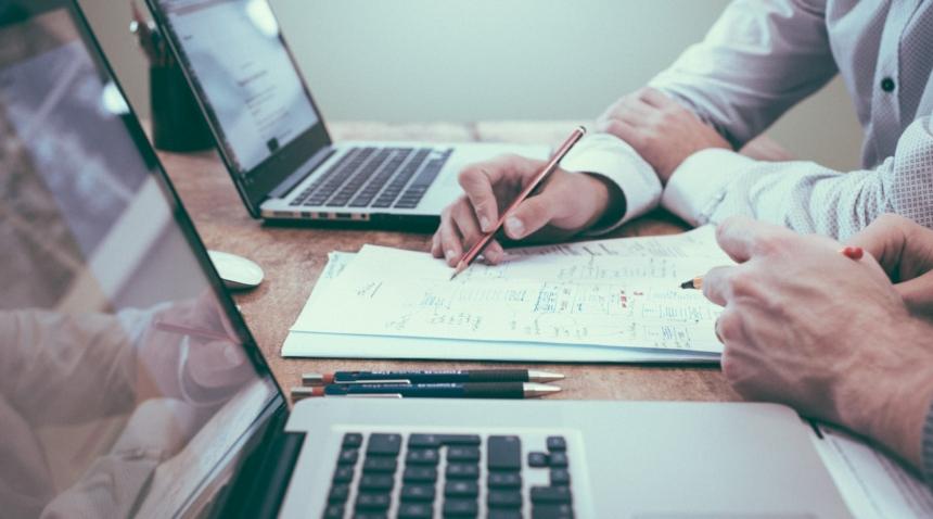 Dispar fișa postului și alte acte birocratice pentru IMM-urile cu maxim 9 angajați