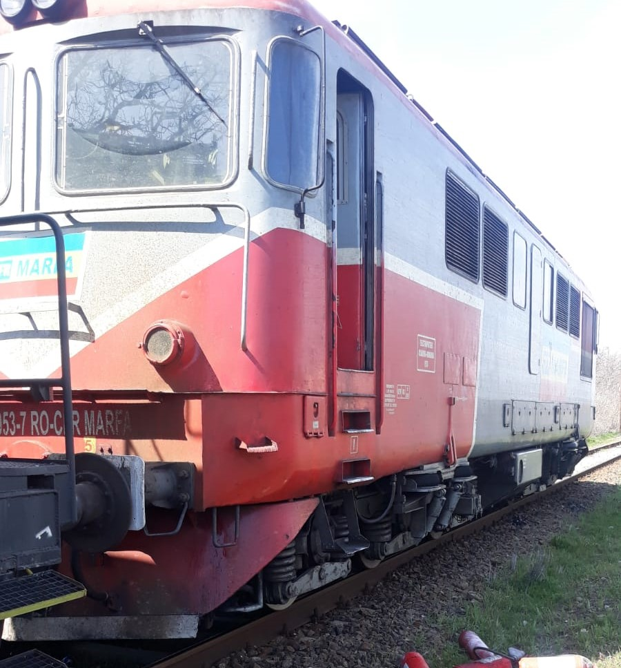 O locomotivă a luat foc în stația CFR Podari
