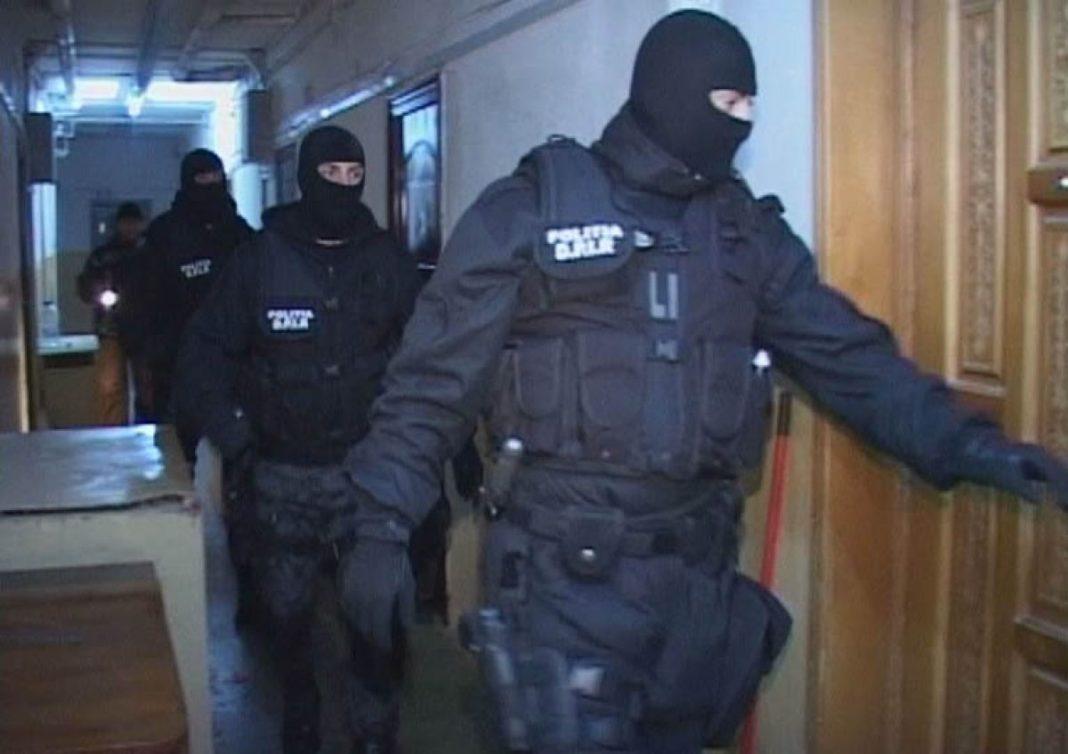 Grup infracțional organizat, specializat în trafic de migranţi, destructurat de poliţişti