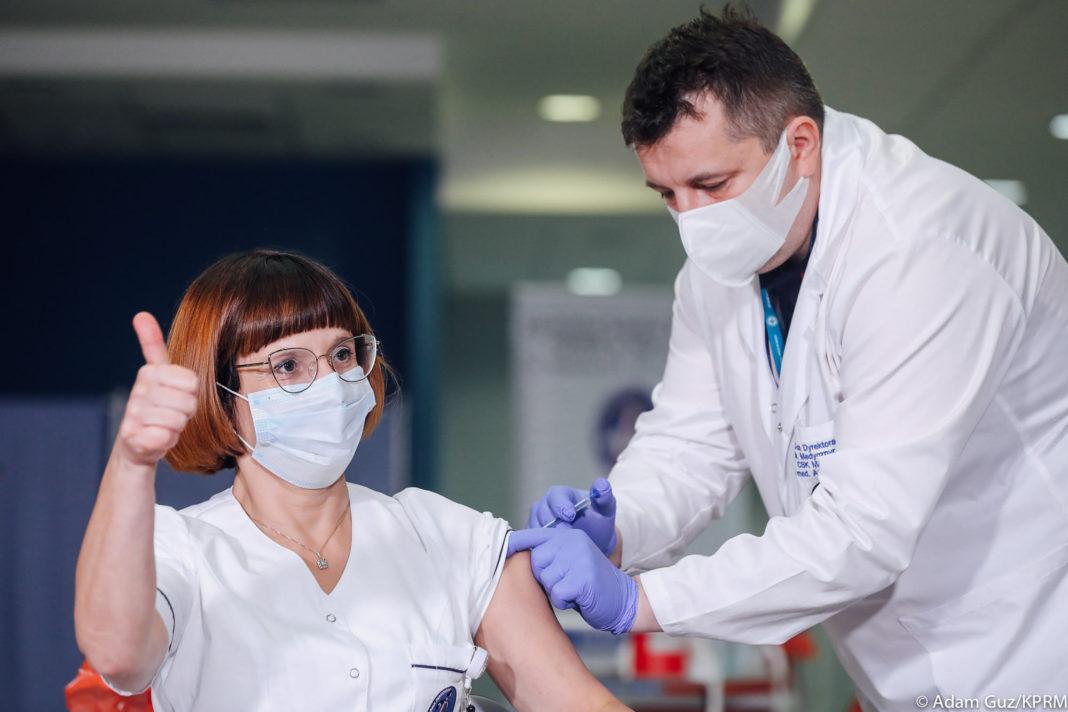 Un sfert dintre adulţii americani, vaccinaţi complet împotriva Covid-19